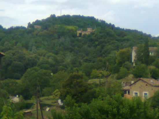 au loin le château du Sôlier