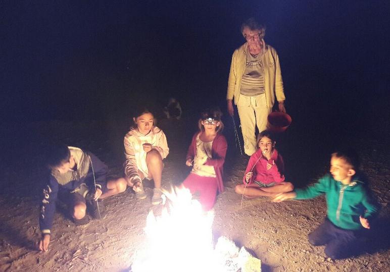 feux de camps et shamallows grillés